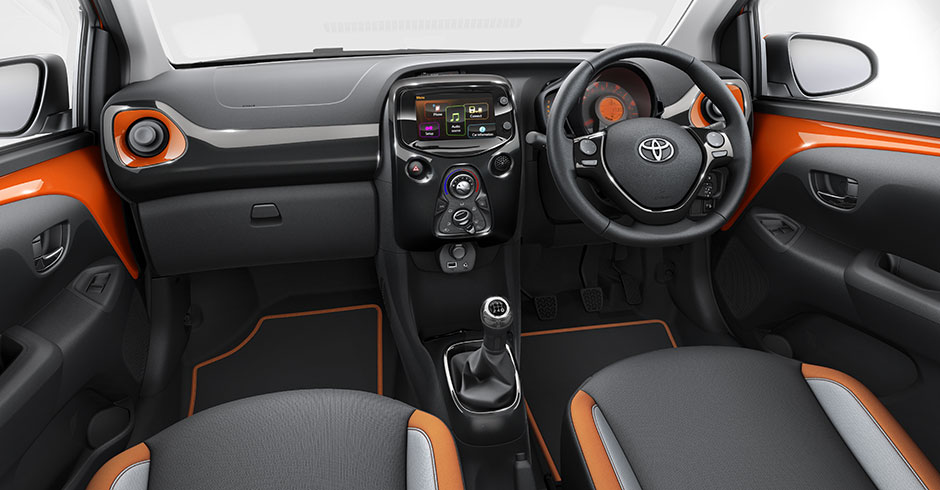 toyota-aygo-interior-wallpaper-7