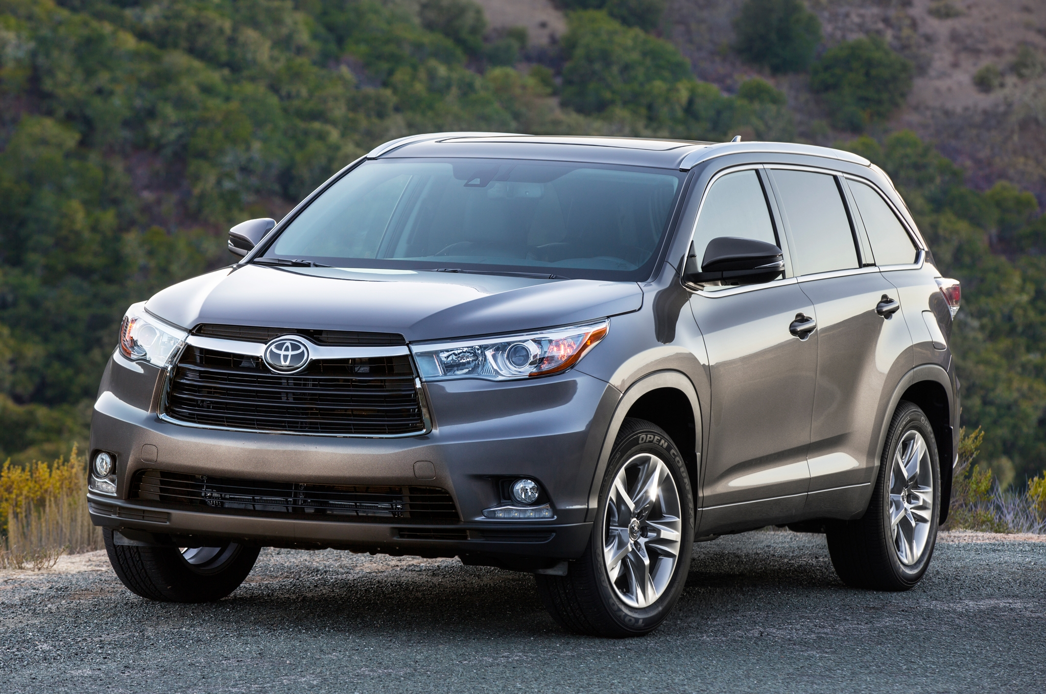 116247-2014-toyota-highlander-limited-awd-review-by-steve-purdy.6-lg