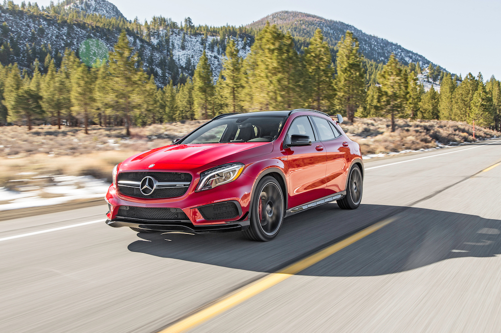 2015-Mercedes-Benz-GLA45-AMG-front-three-quarter-in-motion-02