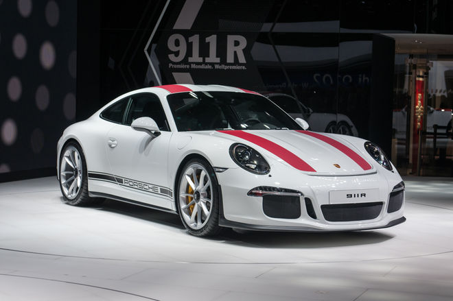 2016-Porsche-911-R-front-three-quarter