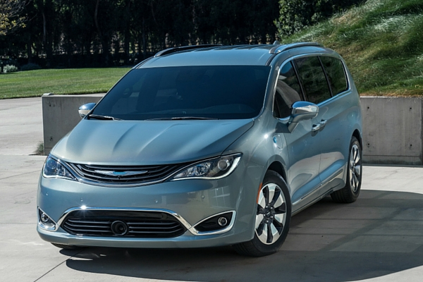 2017-Chrysler-Pacifica-3