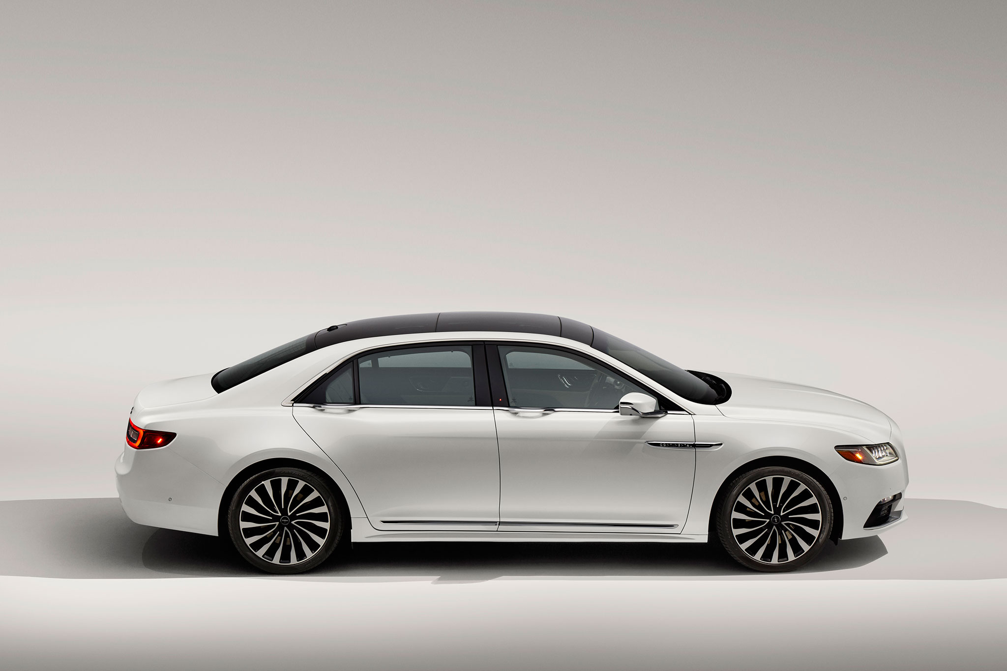 2017-Lincoln-Continental-side-profile