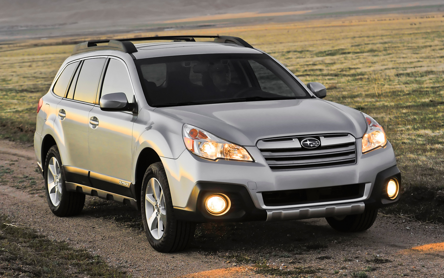 2013-subaru-outback-passengers-side-front-three-quarters-view