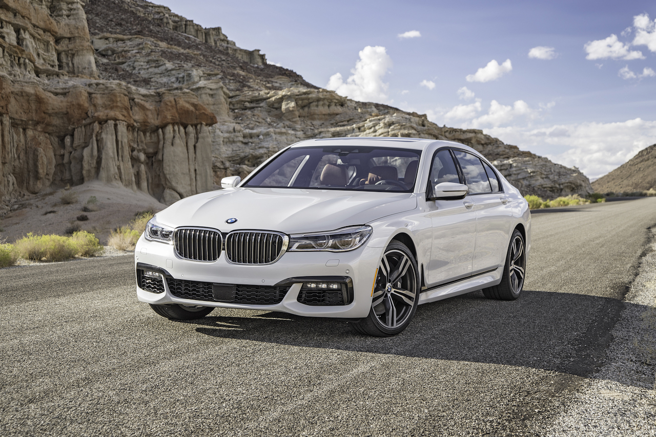 2016-BMW-750i-xDrive-front-three-quarter