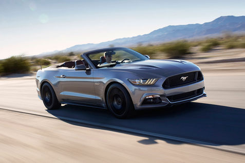 2016-Ford-Mustang-GT-convertible-Performance-Pack-front-three-quarter-2