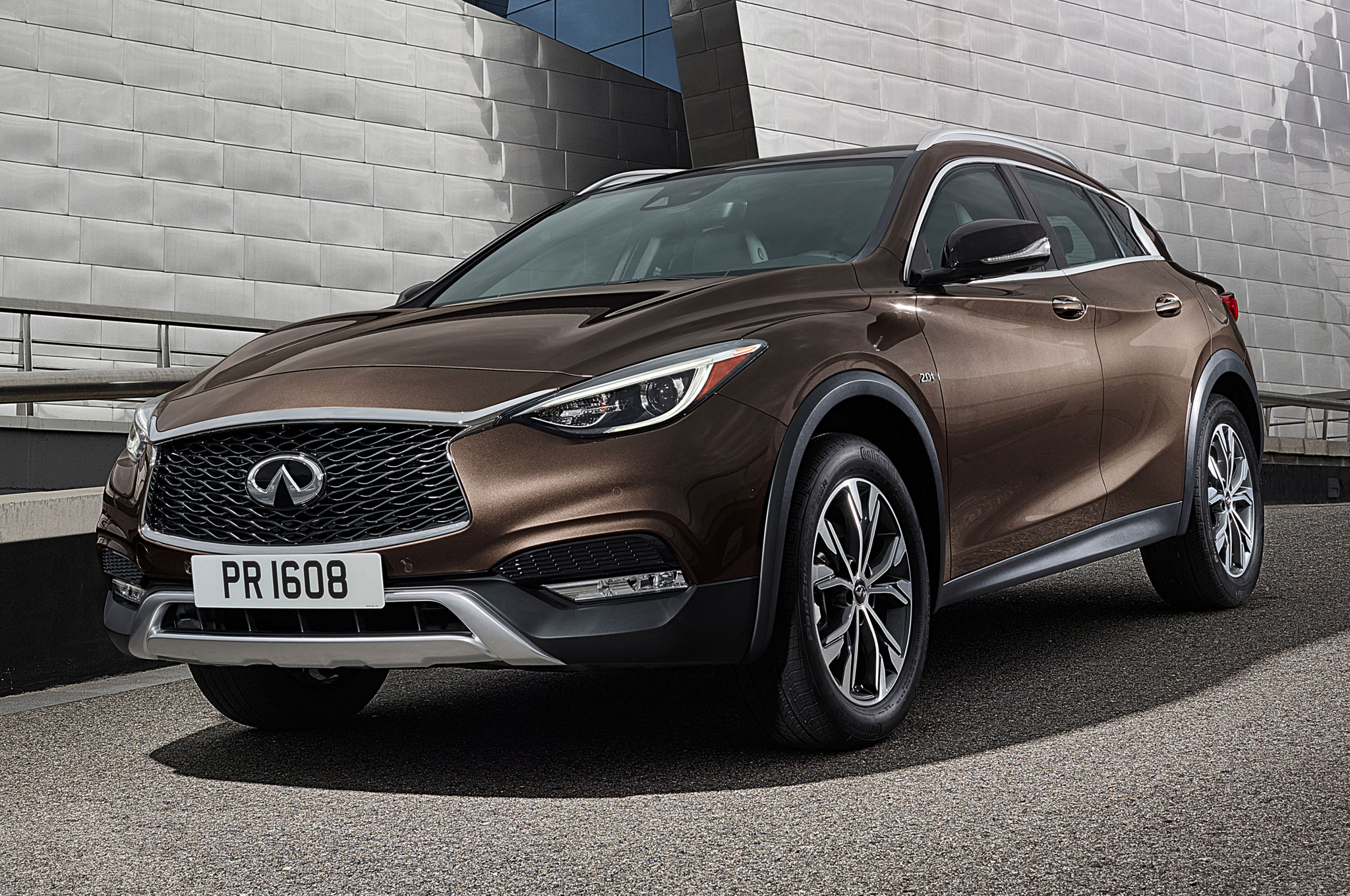 2017-Infiniti-QX30-front-side-view-on-ramp