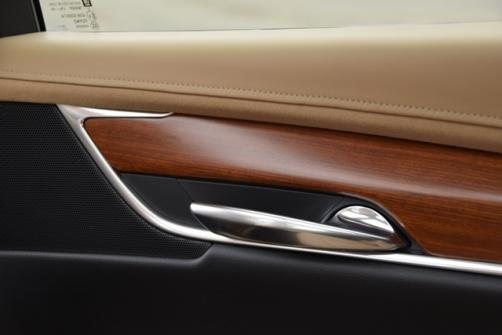 Cadillac XT5 2  wood trim rear door