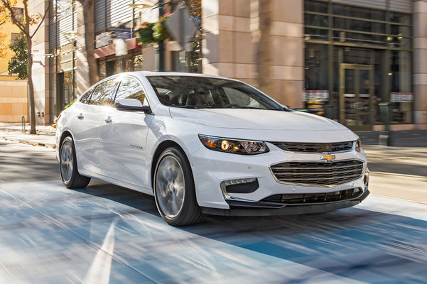 2016-Chevrolet-Malibu-front-three-quarter-in-motion-01