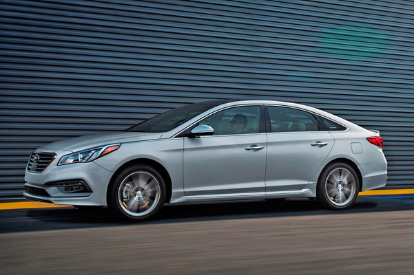 2016-Hyundai-Sonata-20T-side-in-motion