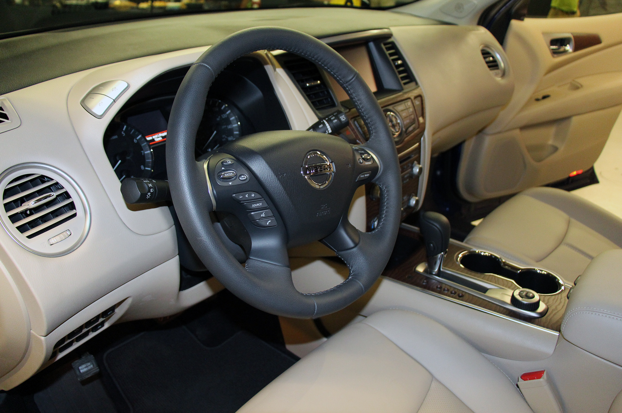 2017-Nissan-Pathfinder-steering-wheel