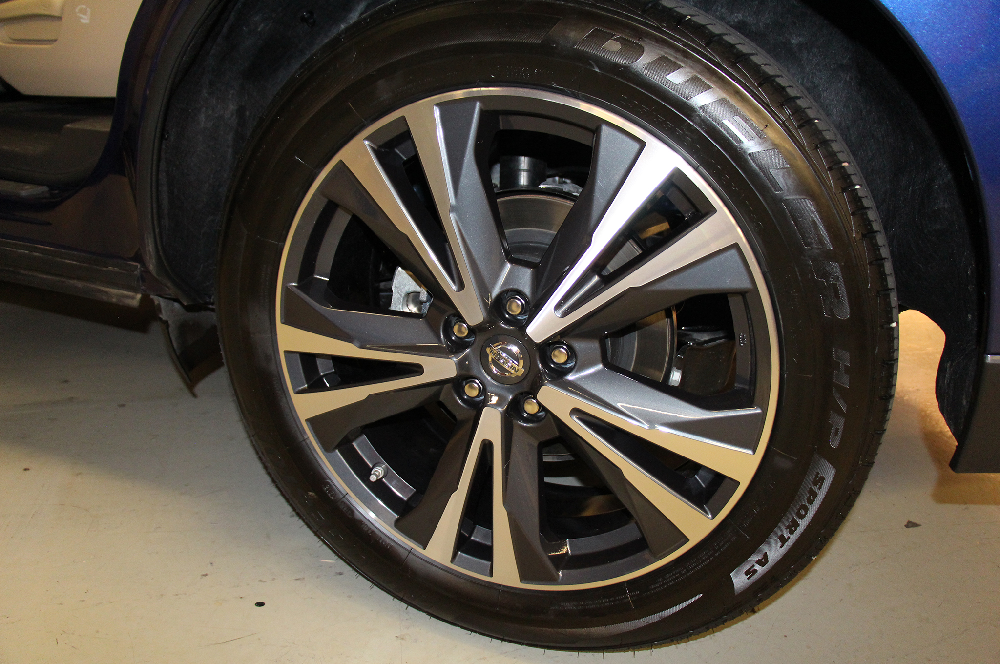 2017-Nissan-Pathfinder-wheels-1