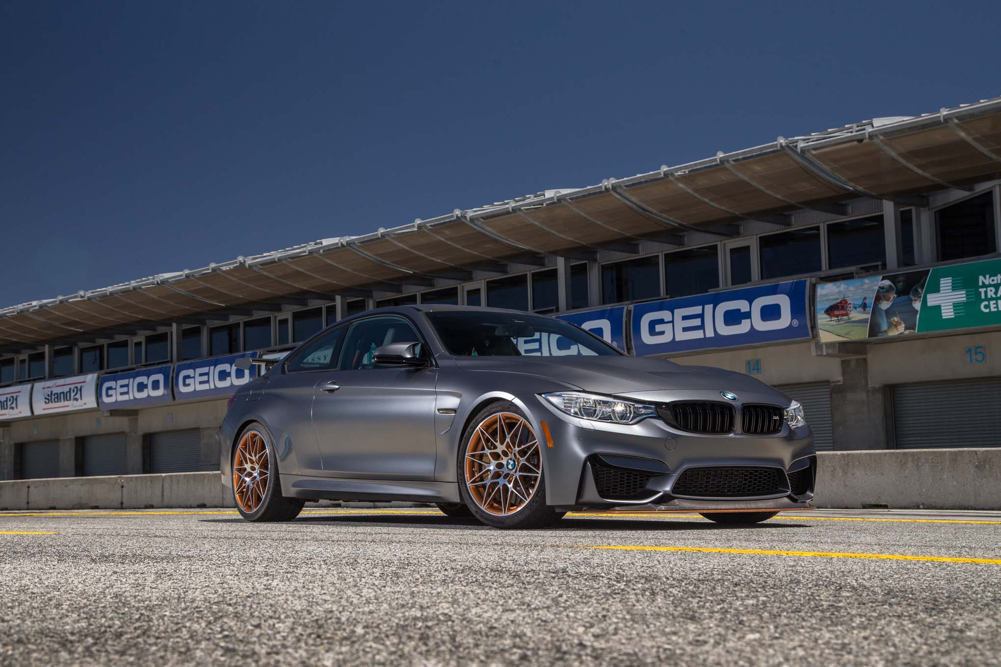 2016-bmw-m4-gts-front-three-quarter