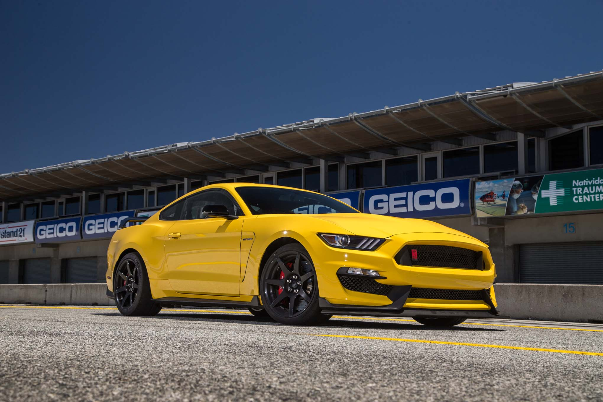 2016-ford-mustang-shelby-gt350r-front-three-quarter
