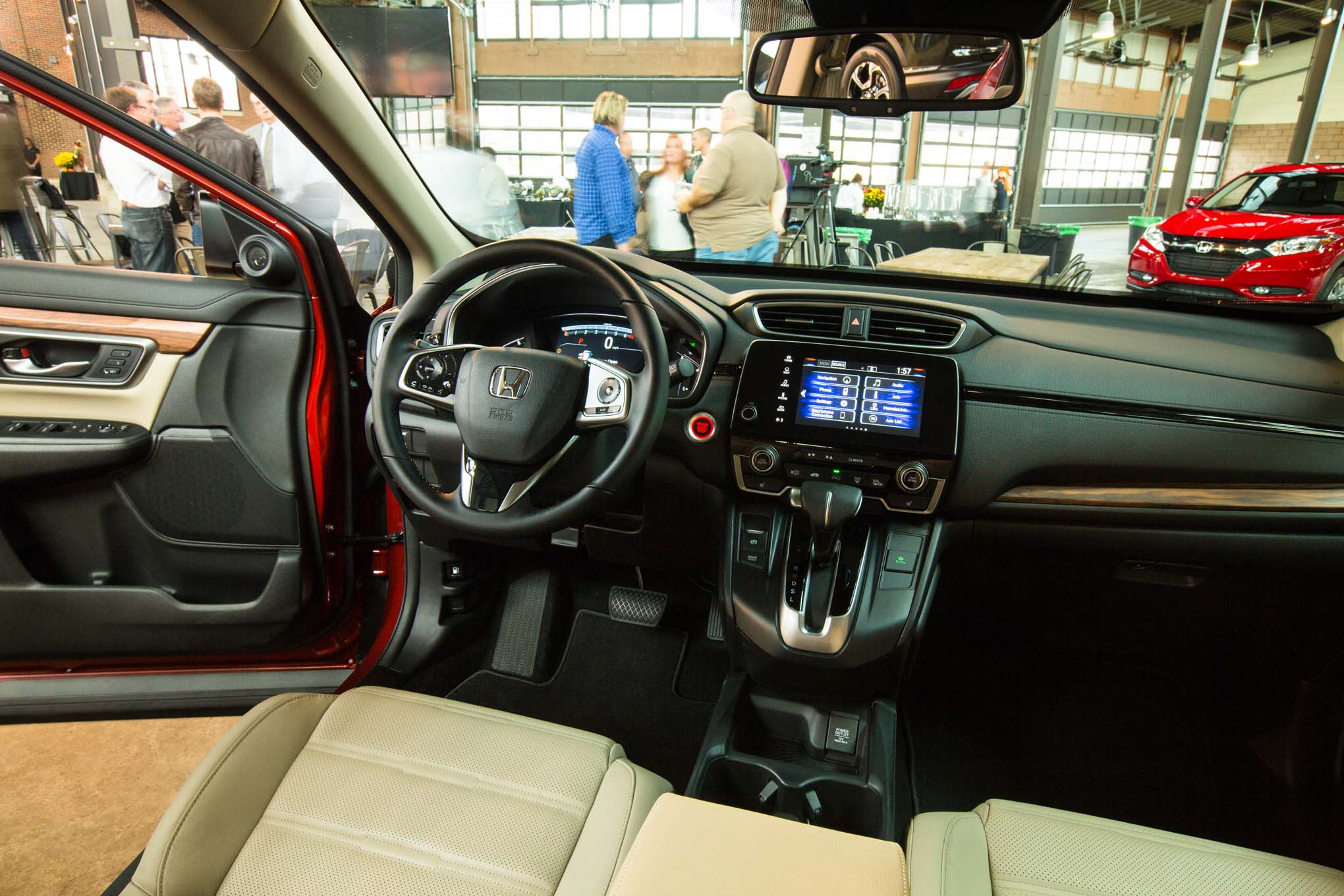 2017-honda-cr-v-interior-02