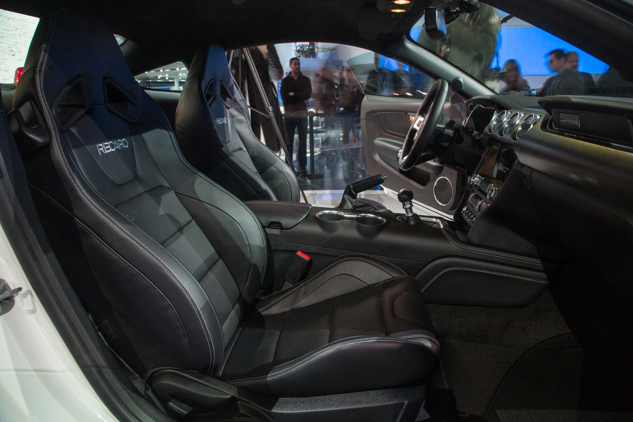 2018-Ford-Mustang-GT-front-interior-seats