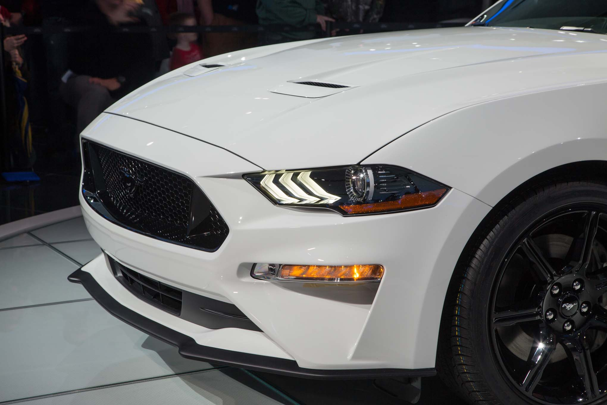 2018-Ford-Mustang-GT-front-quarter-panel