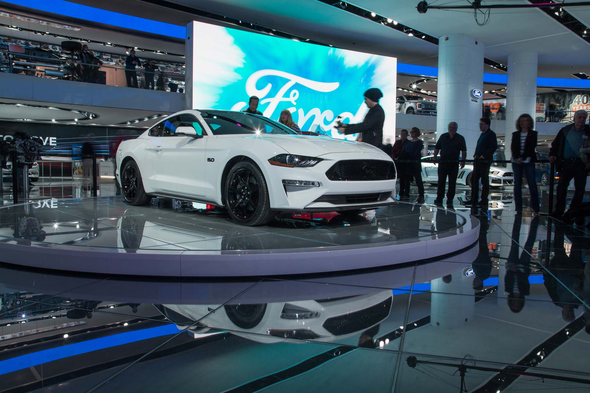 2018-Ford-Mustang-GT-front-three-quarter-03