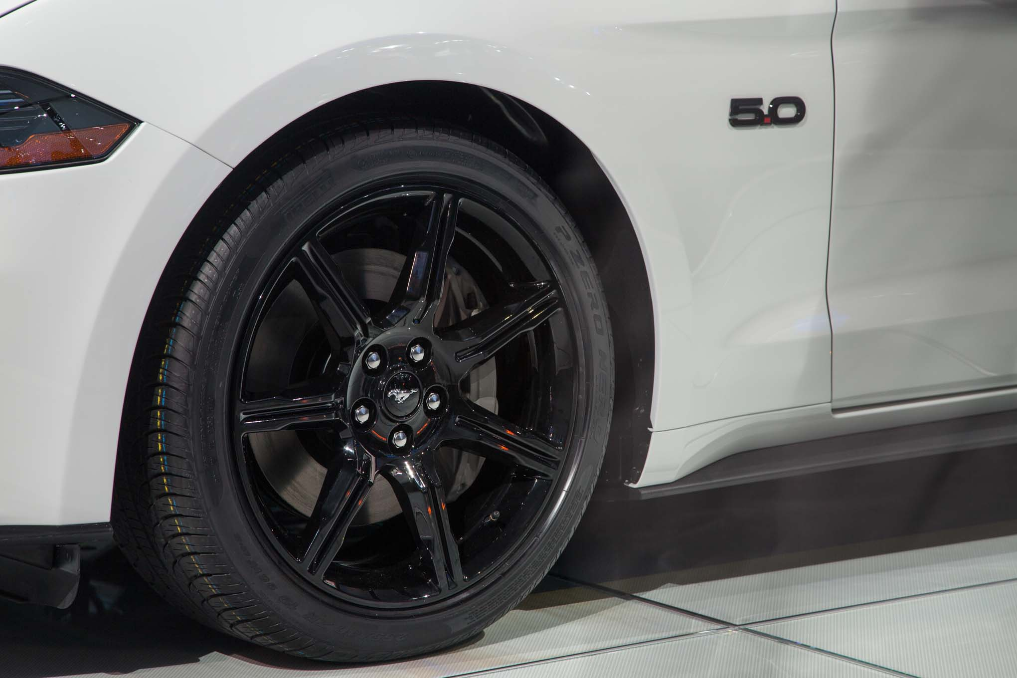 2018-Ford-Mustang-GT-front-wheel