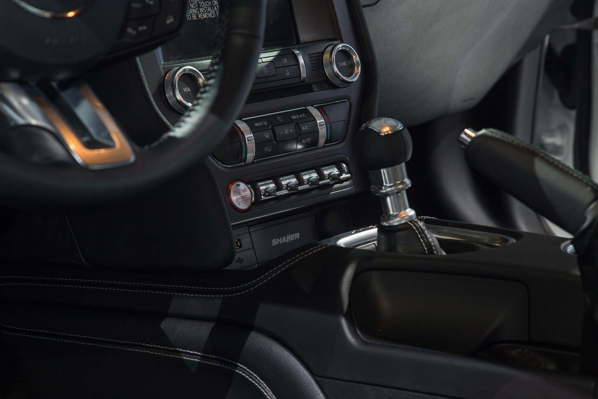 2018-Ford-Mustang-GT-gear-knob