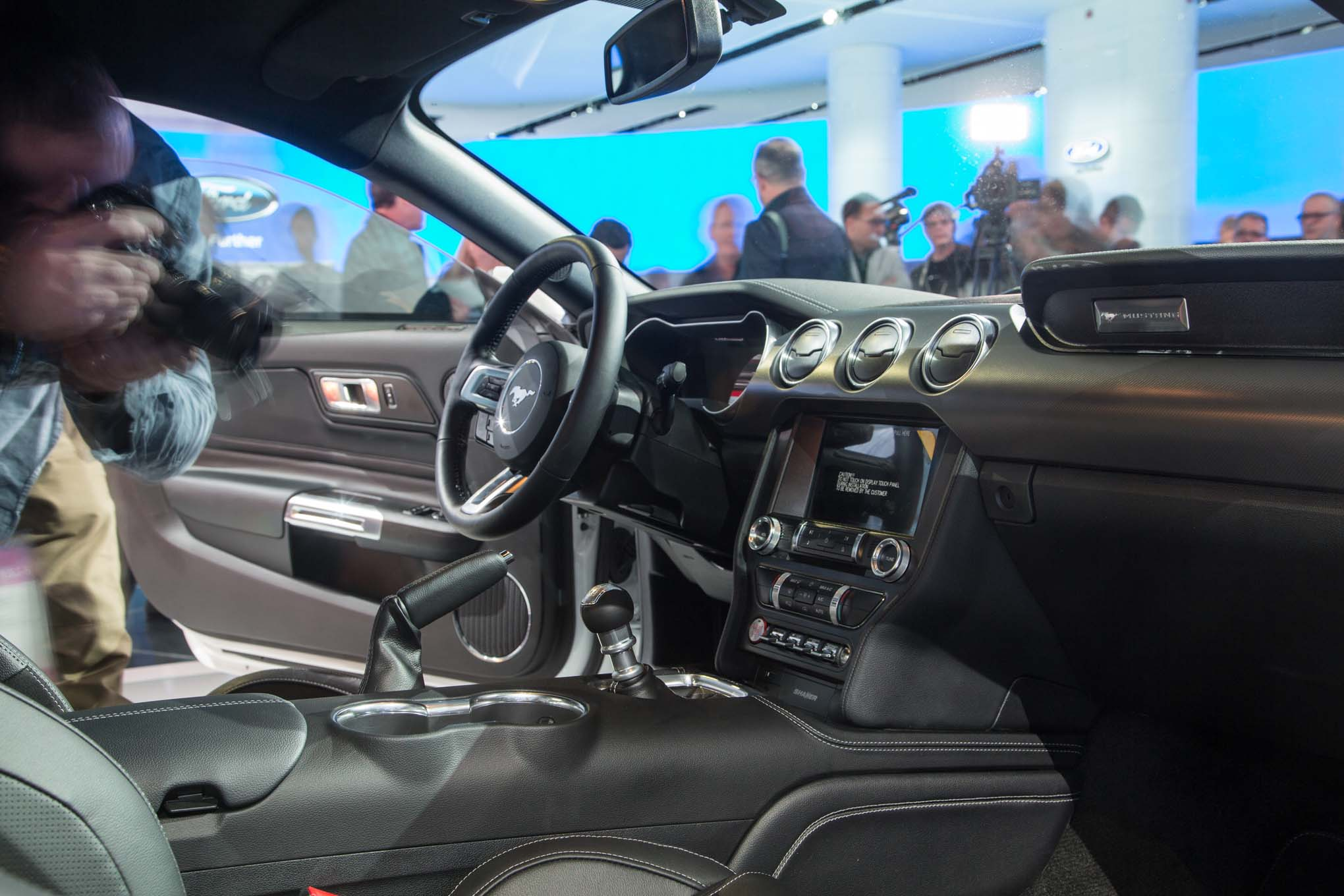 2018-Ford-Mustang-GT-interior-02
