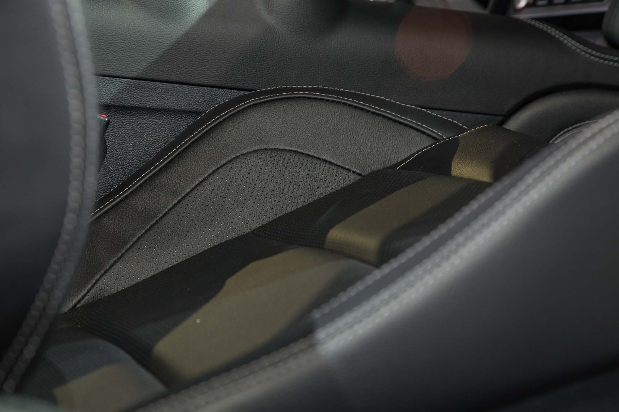 2018-Ford-Mustang-GT-interior-leather-seats