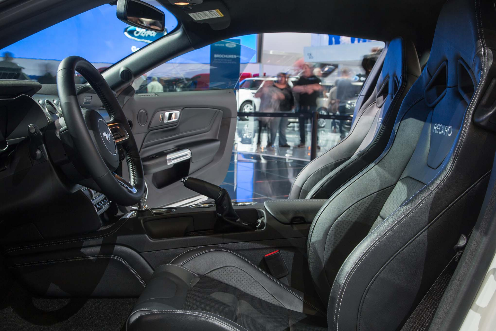 2018-Ford-Mustang-GT-interior-seats-02