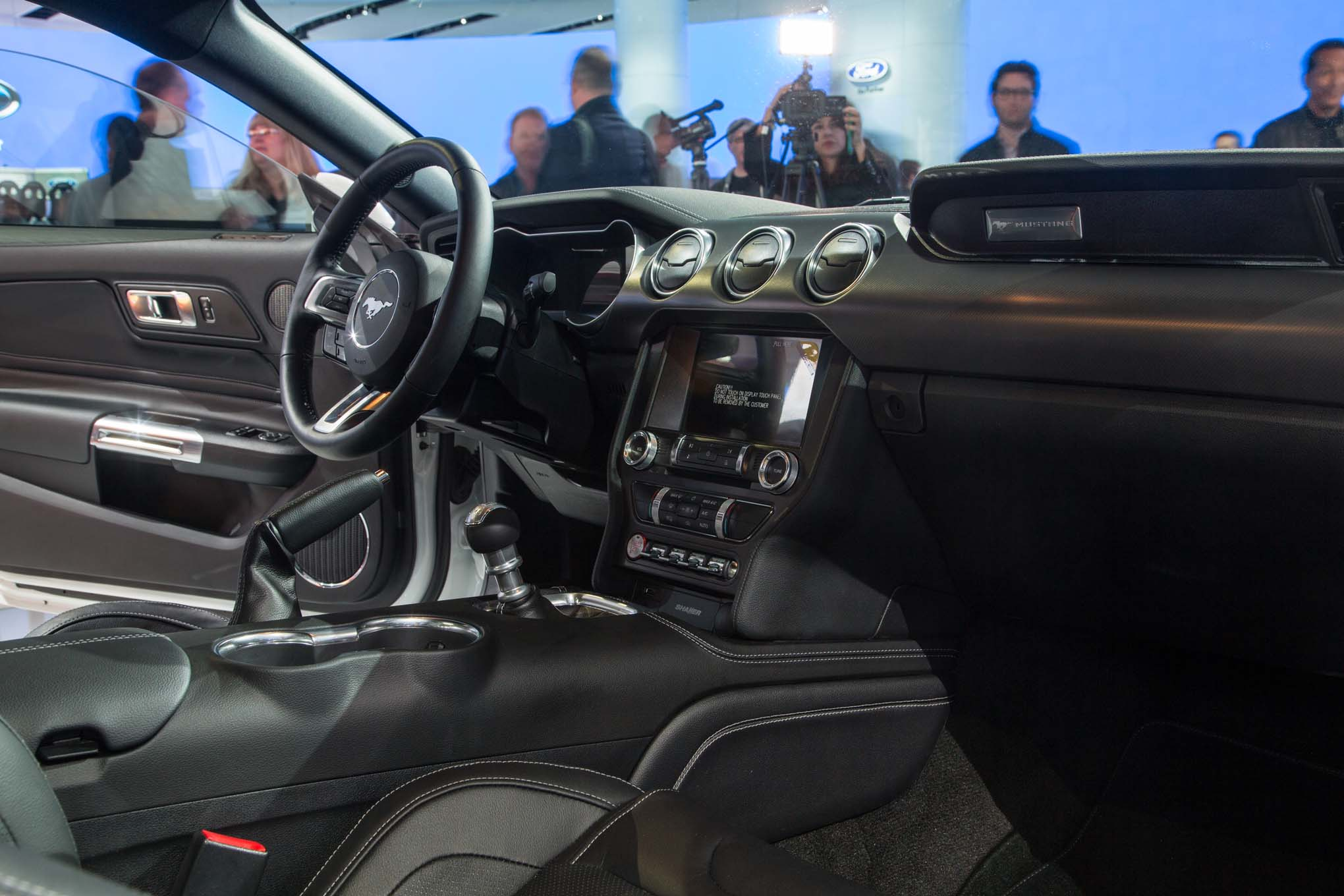 2018-Ford-Mustang-GT-interior-view