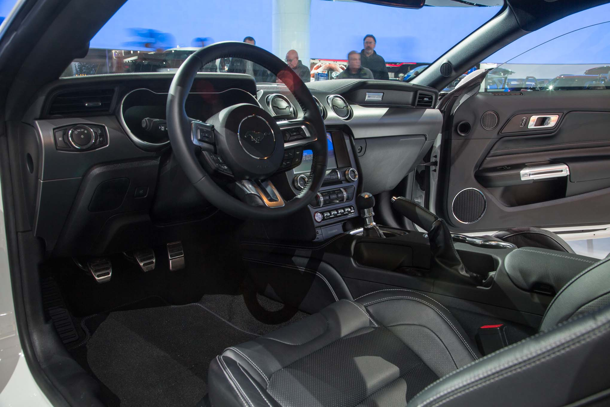 2018-Ford-Mustang-GT-interior