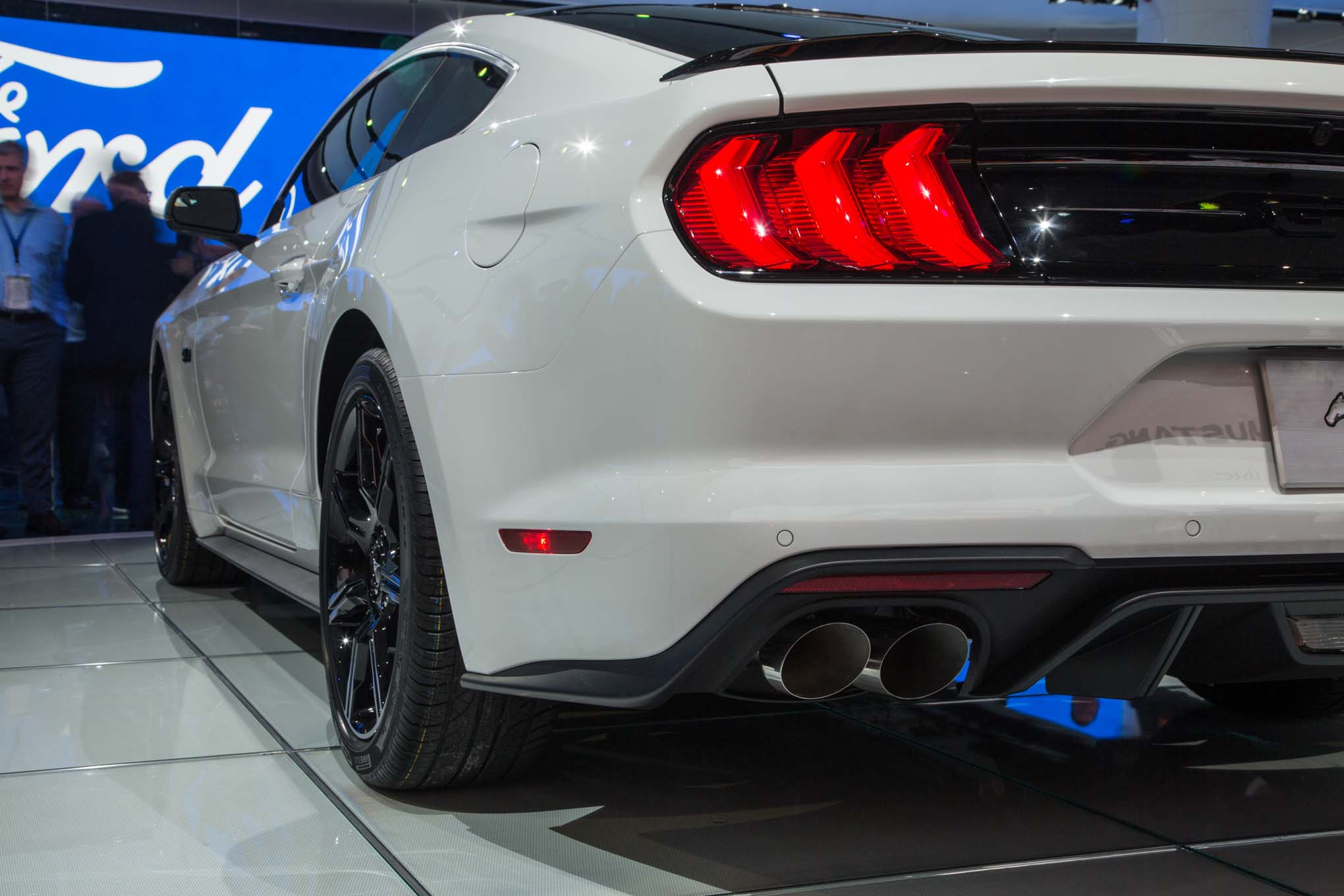 2018-Ford-Mustang-GT-rear-quarter-panel