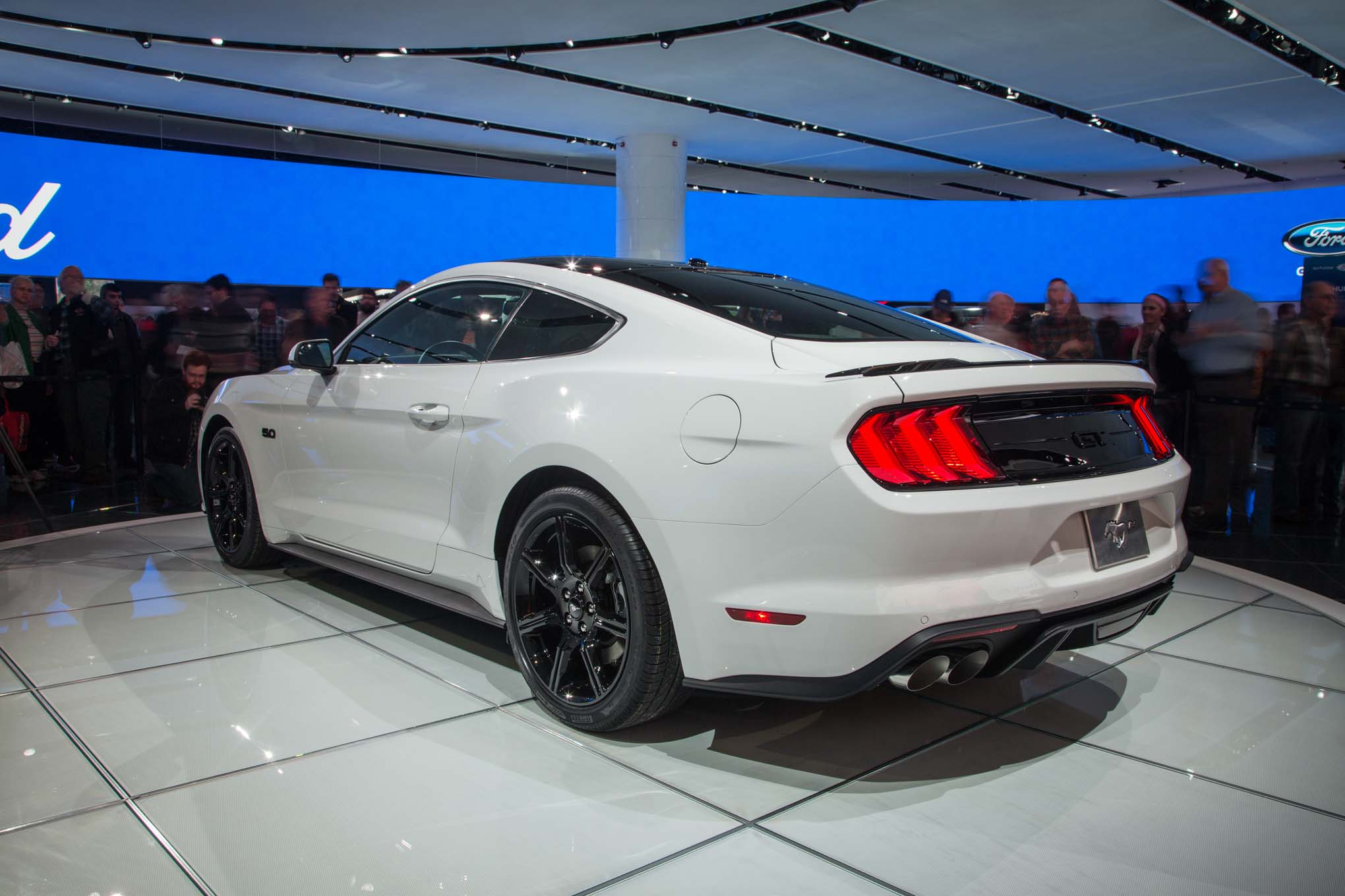 2018-Ford-Mustang-GT-rear-three-quarter-02