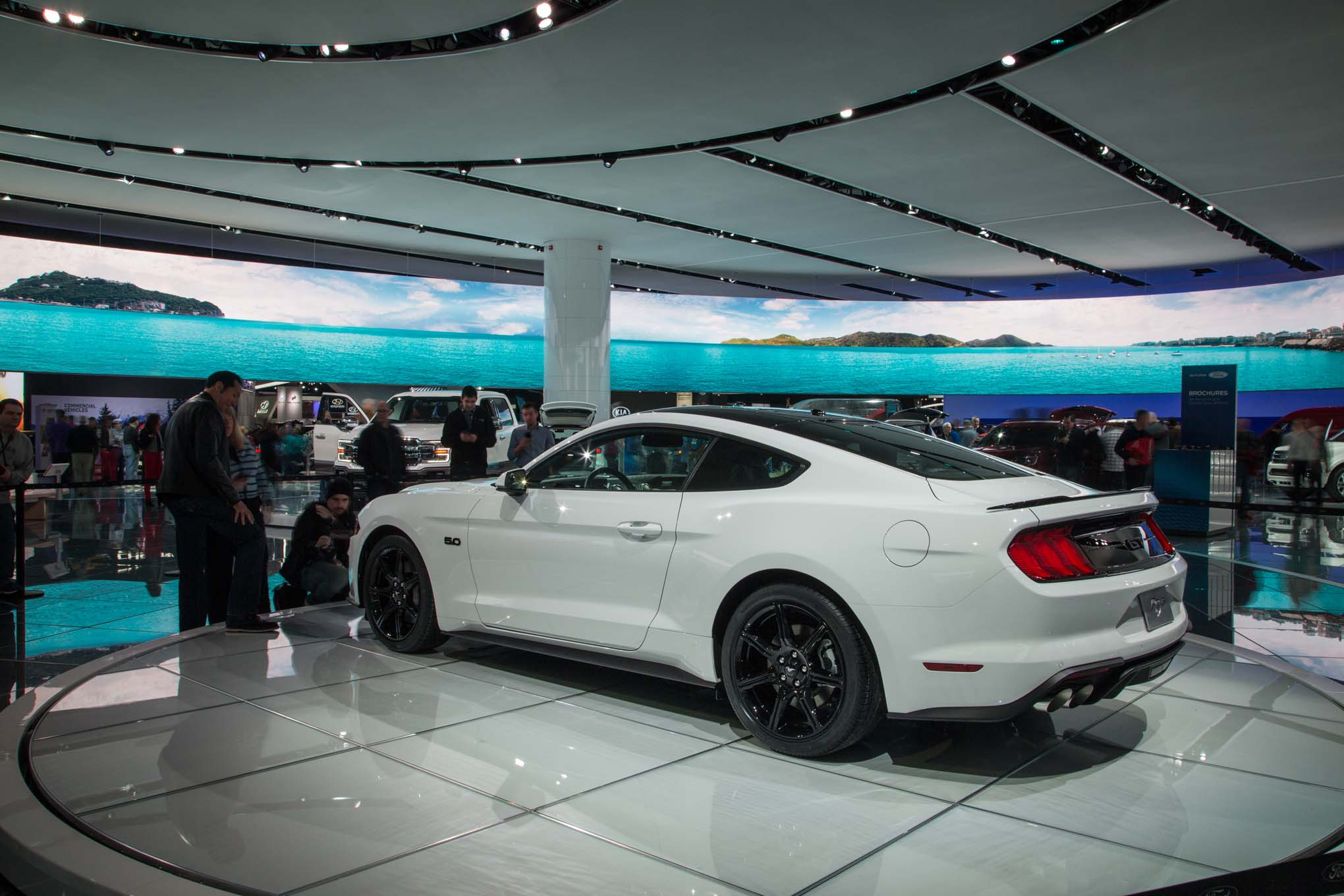 2018-Ford-Mustang-GT-rear-three-quarter