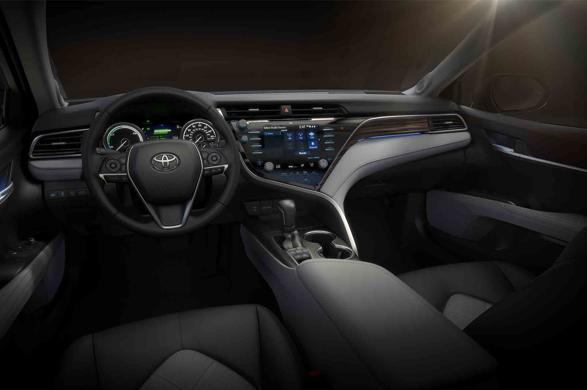 2018-Toyota-Camry-Hybrid-XLE-cabin
