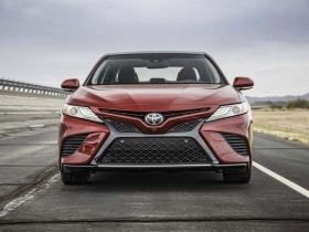 2018-Toyota-Camry-XSE-V-6-front-end
