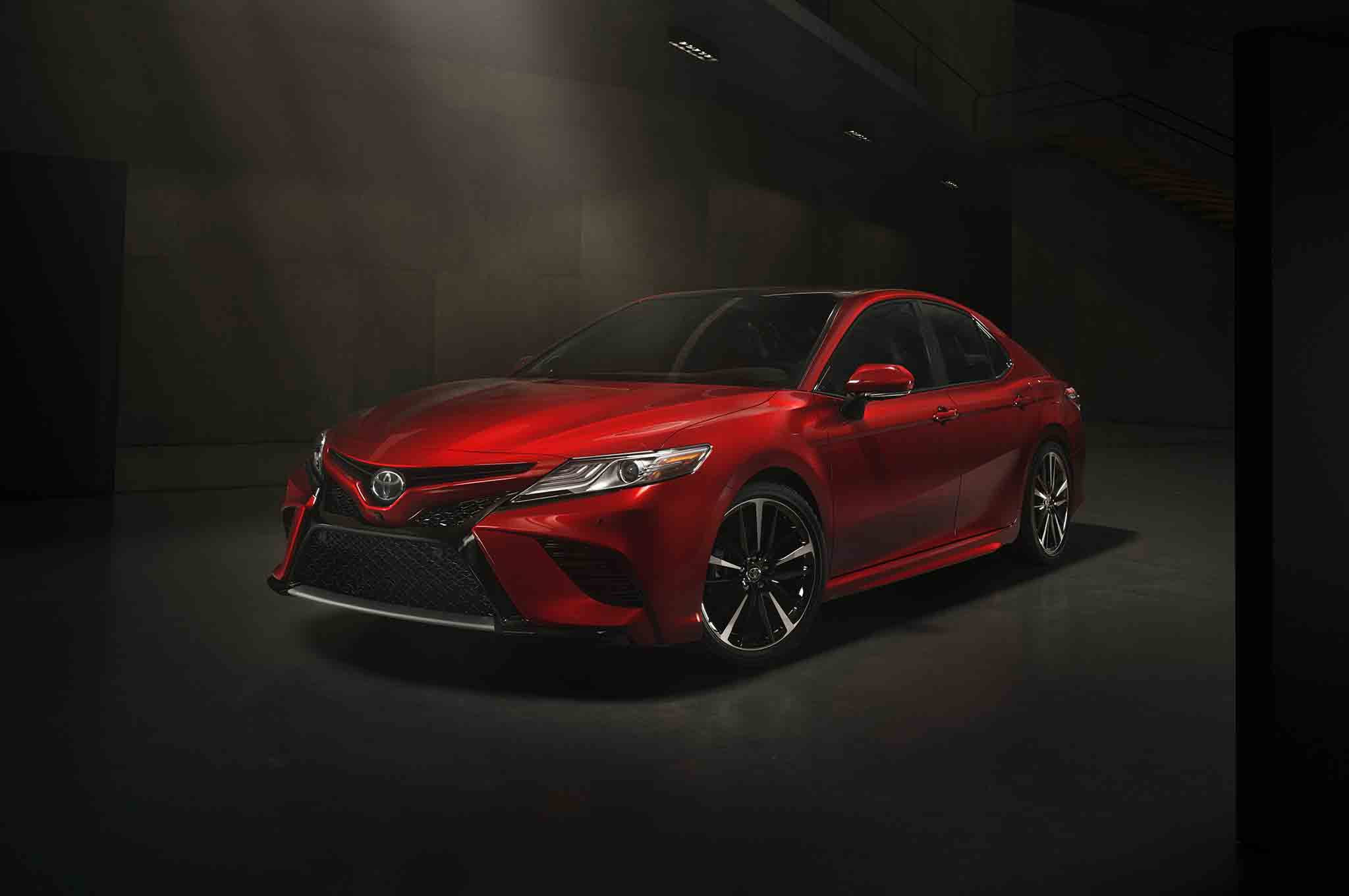 2018-Toyota-Camry-XSE-front-three-quarter