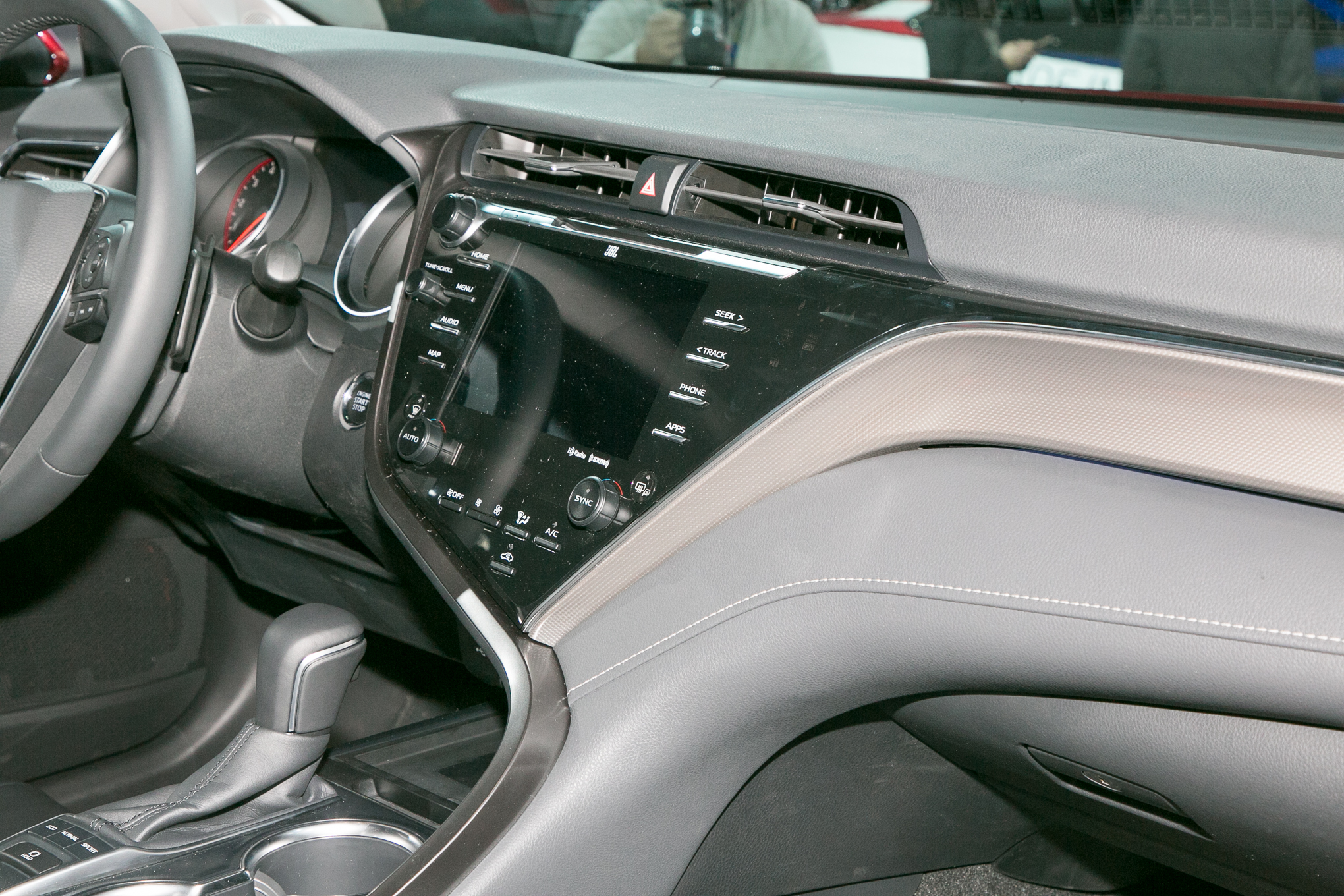 2018-Toyota-Camry-XSE-interior-center-stack
