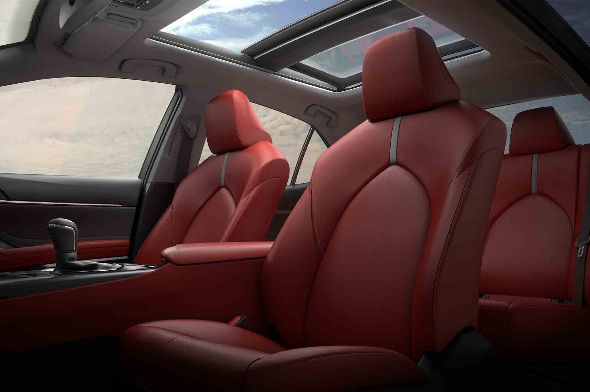 2018-Toyota-Camry-XSE-seats