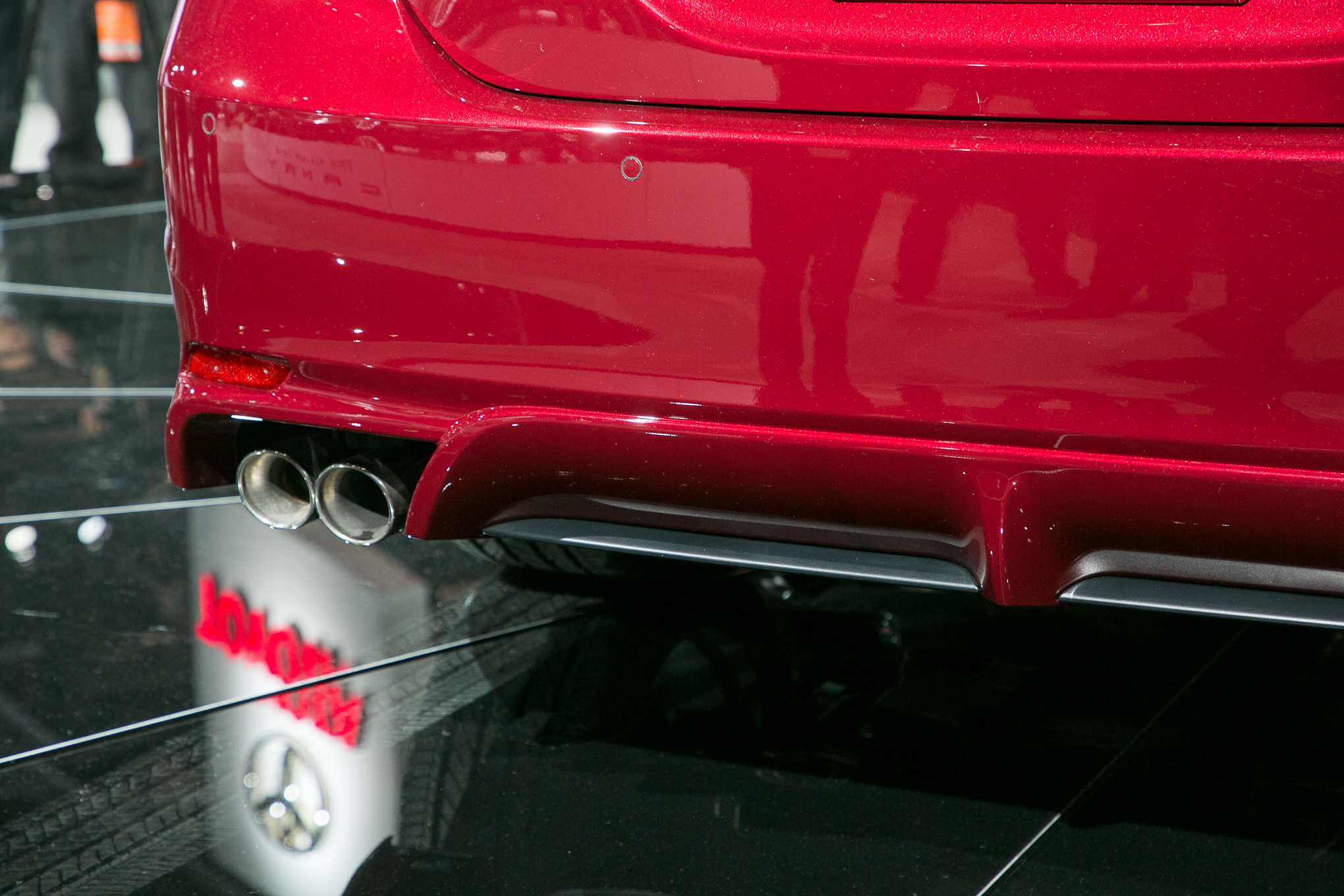 2018-Toyota-Camry-XSE-tailpipe