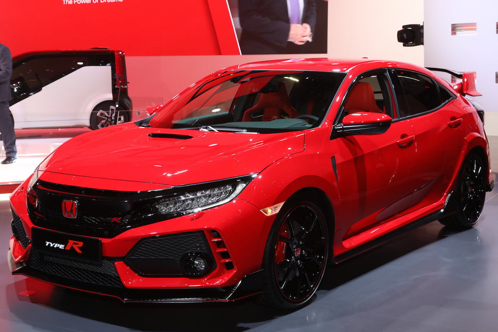 2017-Honda-Civic-Type-R-front-three-quarter-02