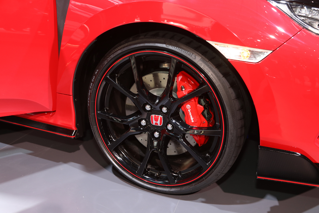 2017-Honda-Civic-Type-R-wheels