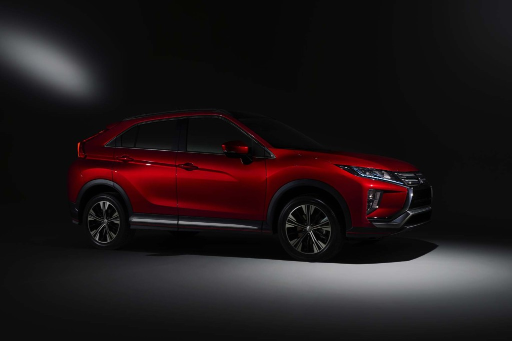 2018-Mitsubishi-Eclipse-Cross-front-side-three-quarters