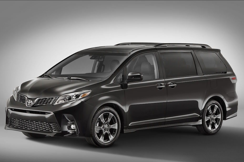2018-Toyota-Sienna-SE-front-three-quarters