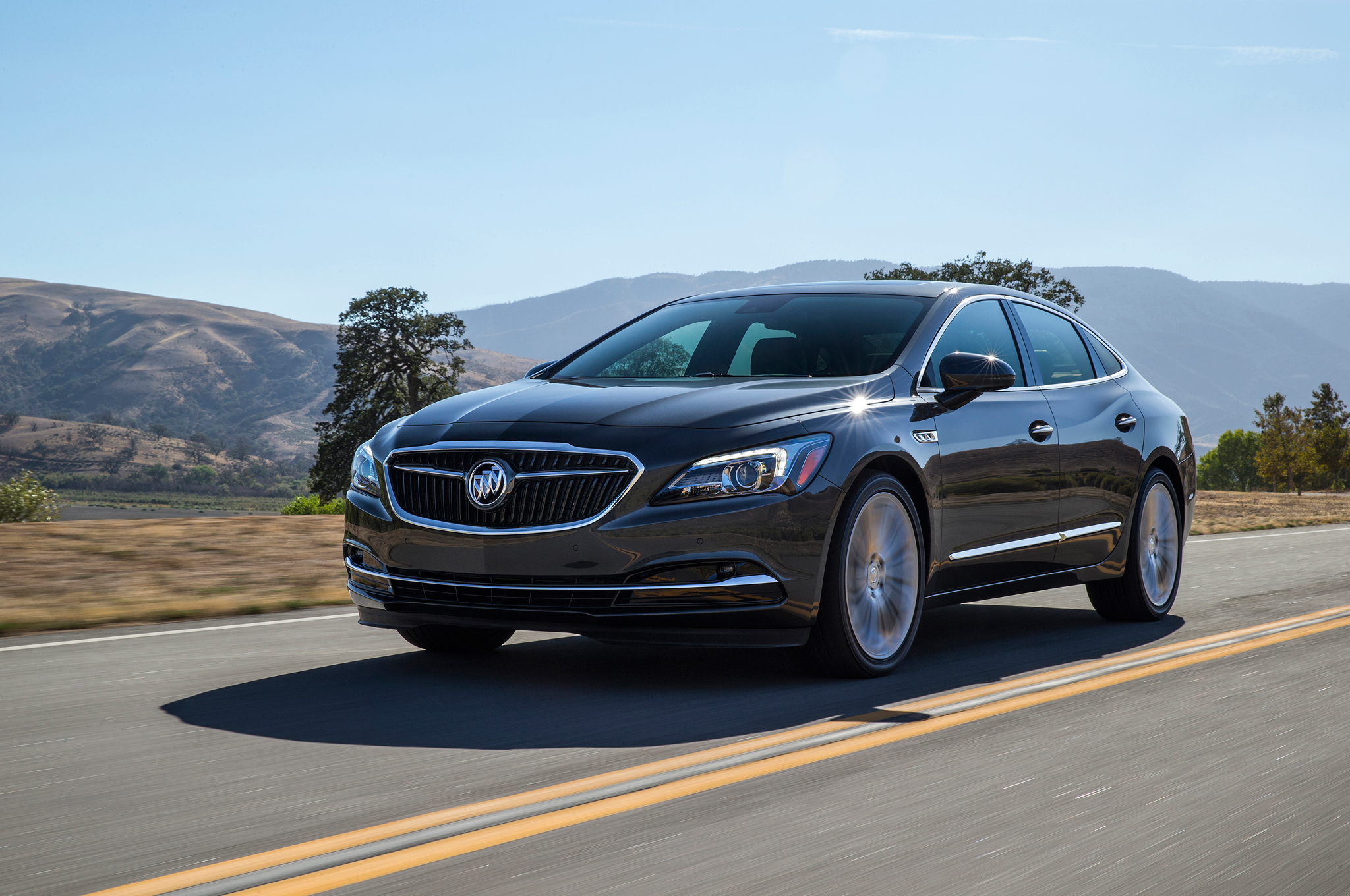 2017-Buick-LaCrosse-front-three-quarter-in-motion