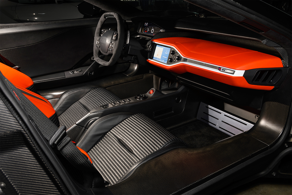 2017-Ford-GT-cabin
