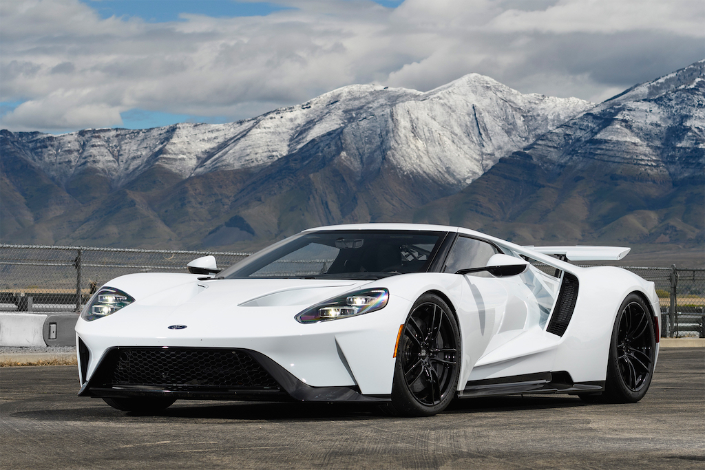 2017-Ford-GT-front-three-quarter-03