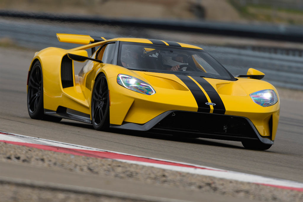 2017-Ford-GT-front-three-quarter-in-motion-04
