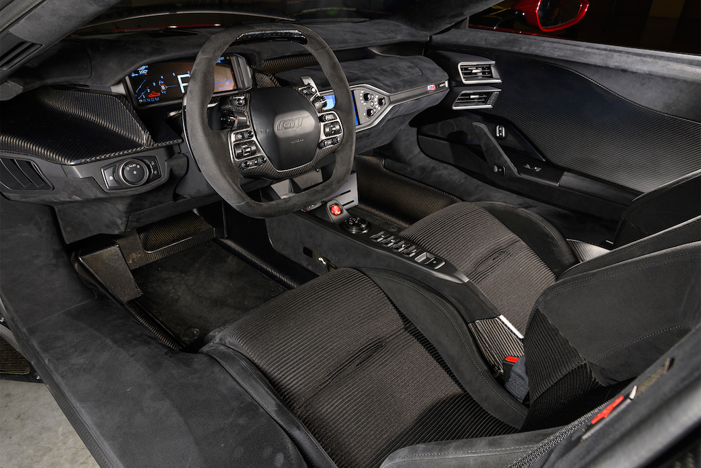 2017-Ford-GT-interior-overview