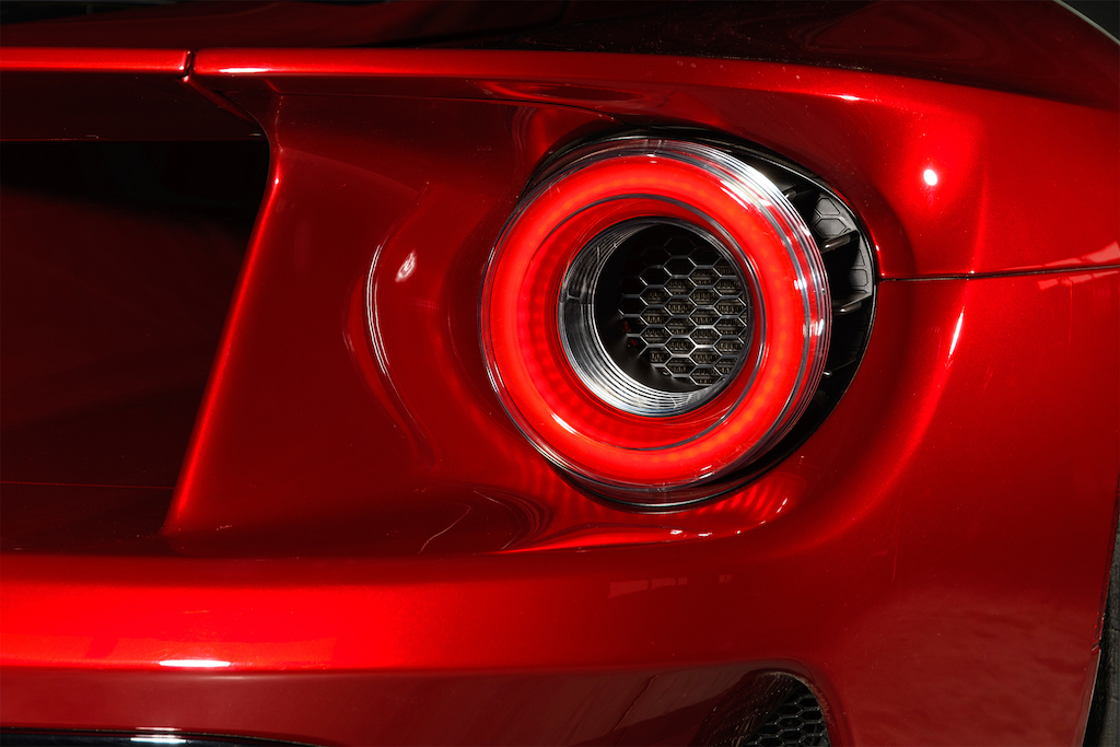 2017-Ford-GT-tail-light-01