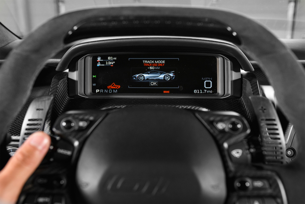 2017-Ford-GT-track-mode